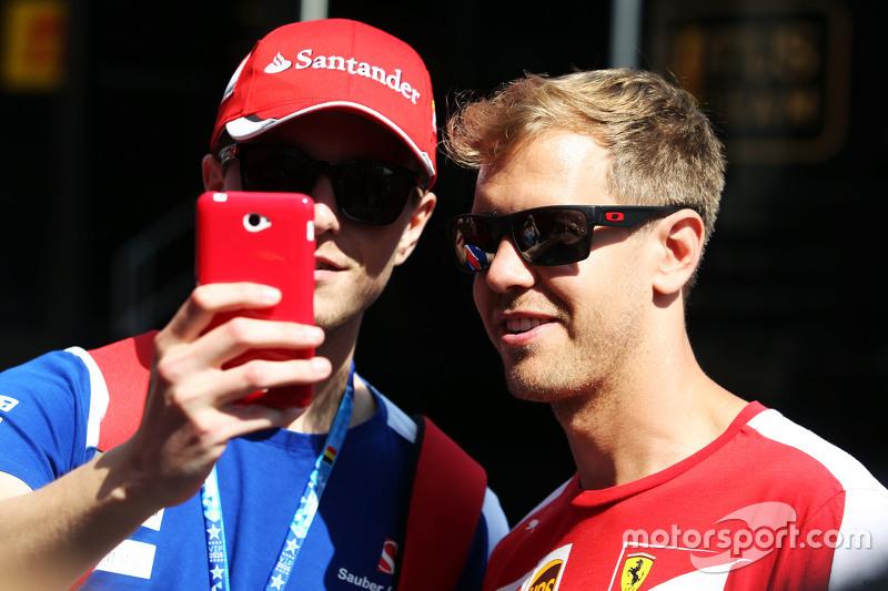 Sebastian Vettel, Ferrari bersama a fan