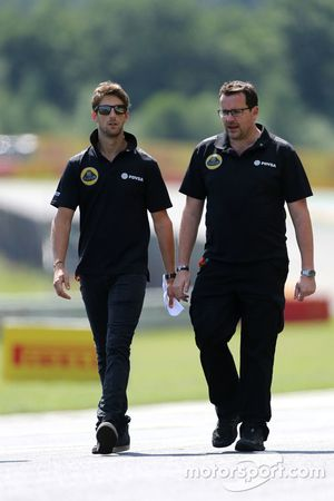 رومان غروجان، لوتس اف1 وجوليان سيمونشوتون، مهندس سباق رومان غروجون، لوتس اف1