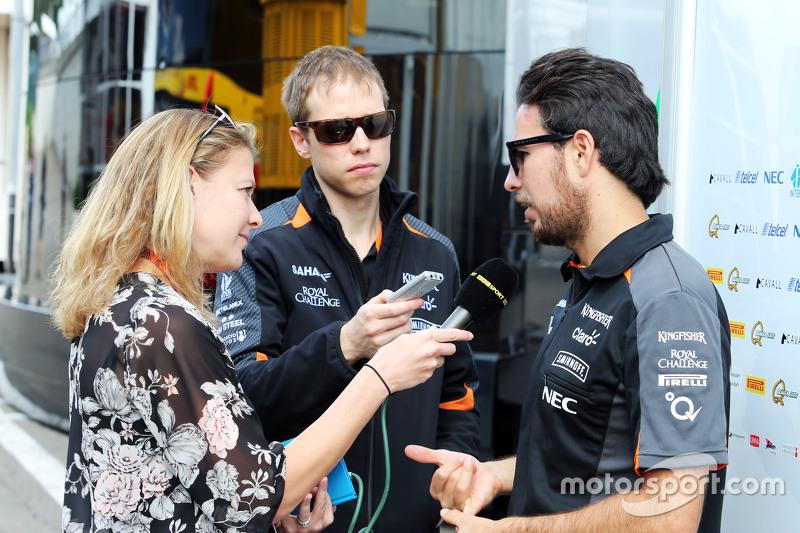 Sergio Perez, Sahara Force India F1 bersama Jennie Gow, BBC Radio 5 Live Pitlane Reporter
