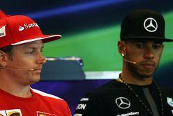 (L to R): Kimi Raikkonen, Ferrari and Lewis Hamilton, Mercedes AMG F1 in the FIA Press Conference