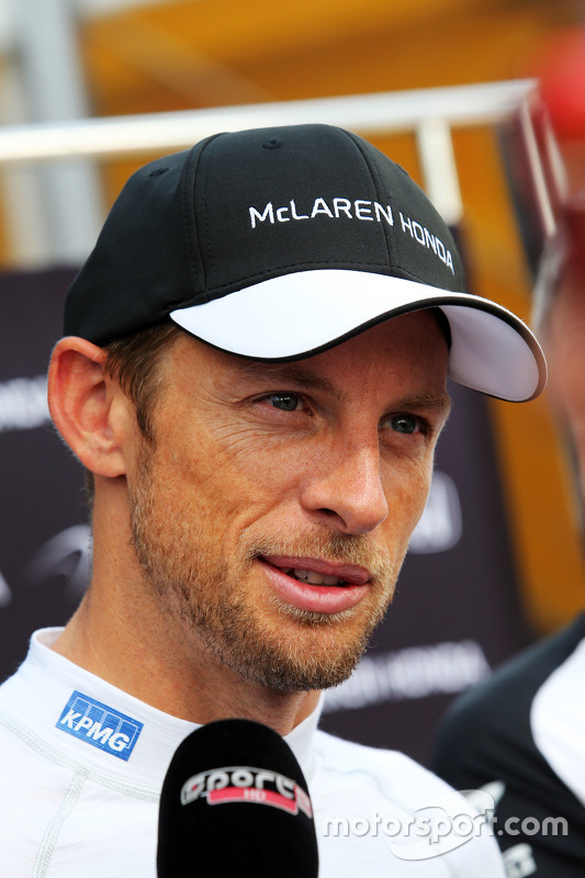 Jenson Button, McLaren com jornalistas