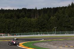 Antonio Fuoco, Carlin leads Matthew Parry, Koiranen GP