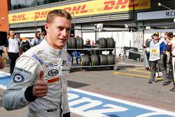 Stoffel Vandoorne, ART Grand Prix celebra su pole position en el Parc Ferme