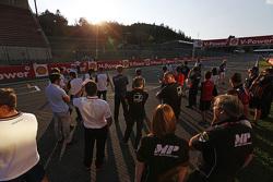 GP2 drivers listen to the new start light procedures