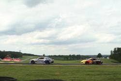 #9 Stevenson Motorsports Chevrolet Camaro Z/28.R: Lawson Aschenbach, Matt Bell ve #31 Bodymotion Rac