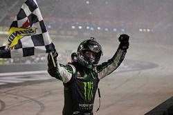 Race winner Kyle Busch, Joe Gibbs Racing Toyota