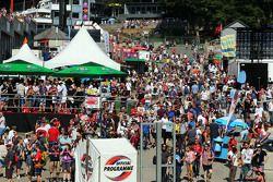 Tifosi alla curva Eau Rouge 22.08.2015. Formula 1 World Championship, Rd 11, Belgian Grand Prix, Sp