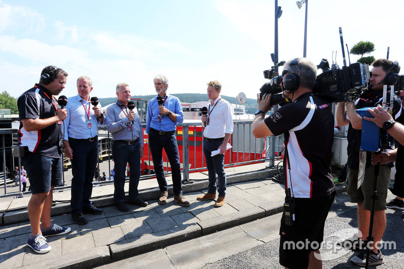 (Kiri ke Kanan): Ted Kravitz, Sky Sports Pitlane Reporter dengan Martin Brundle, Komentator Sky Spor
