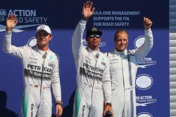 Топ-3 в квалификации: второе место - Нико Росберг, Mercedes AMG F1; поул позиция - Льюис Хэмилтон, M