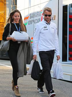 جنسن باتون مع زوجته جيسيكا
