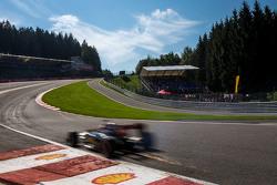 Искры из-под машины Ромена Грожана, Lotus F1 E23
