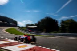 Искры из-под машины Даниэля Риккардо, Red Bull Racing RB11