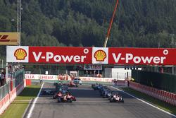 Start: Luca Ghiotto, Trident en Esteban Ocon, ART Grand Prix