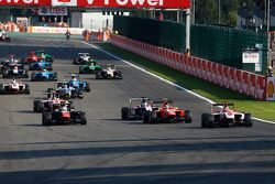 Start: Esteban Ocon, ART Grand Prix, dan Luca Ghiotto, Trident & Emil Bernstorff, Arden Internationa