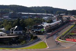 Start: Esteban Ocon, ART Grand Prix, dan memimpin Emil Bernstorff, Arden International, dan Kevin Ce