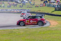Giro de #52 Mini John Cooper Works Team Mini JCW: Wei Lu, Glenn Nixon