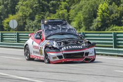 Wrecked car of #41 Doran Racing Nissan 370Z: Nick Hammann, Steven Doherty