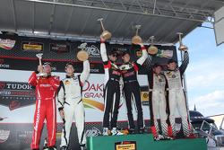 ST podio: el ganador de la carrera # 17 RS1 Porsche Cayman: Spencer Pumpelly, Luis Rodríguez Jr., el segundo puesto # 56 Murillo Racing Porsche Cayman: Jeff Mosing, Eric Foss y tercer puesto # 34 Alara Racing Mazda MX-5: Cristiano Szymczak, Justin Piscitell