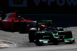 Richie Stanaway, Status Grand Prix leads André Negrao, Arden International