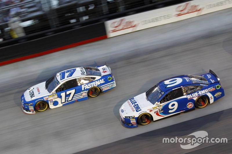 Ricky Stenhouse Jr., Roush Fenway Racing Ford and Sam Hornish Jr., Richard Petty Motorsports Ford