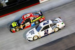 Clint Bowyer, Michael Waltrip Racing Toyota ve Brad Keselowski, Penske Ford Takımı