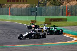 Ян Марденборо, Carlin едет впереди Себа Морриса, Status Grand Prix
