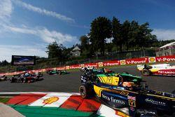 Alex Lynn, DAMS y Rio Haryanto, Campos Racing en el inicio de la carrera