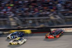 Sam Hornish Jr., Richard Petty Motorsports Ford, Tony Stewart, Stewart-Haas Racing Chevrolet, Josh W