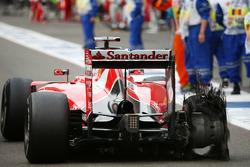 Le pneu endommagé de Sebastian Vettel