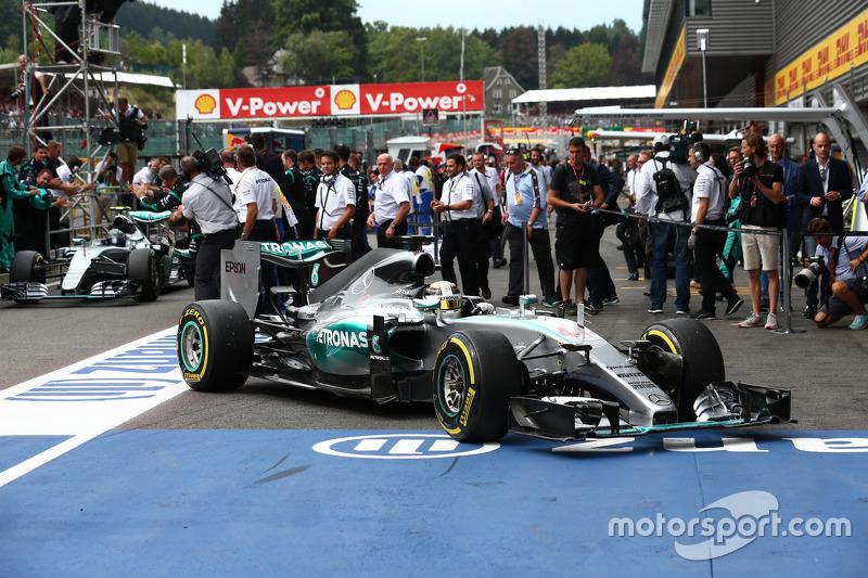 Posisi Pertama Lewis Hamilton, Mercedes AMG F1 dan posisi kedua Nico Rosberg, Mercedes AMG F1 W06