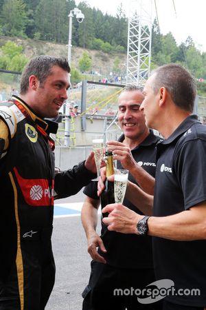 Команда Lotus F1 Team празднует третье место Ромена Грожана, Lotus F1 Team