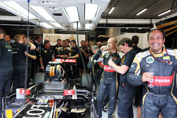 Lotus F1 Team merayakan third position for Romain Grosjean, Lotus F1 Team