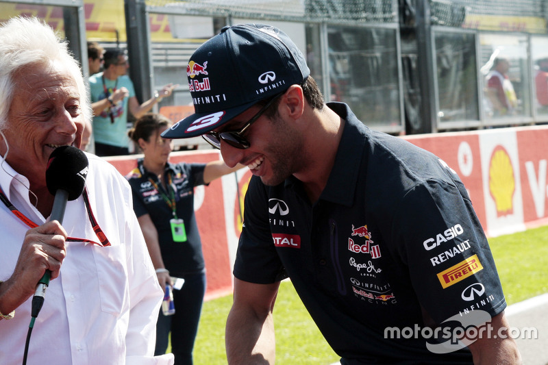 Daniel Ricciardo, Red Bull Racing with Bob Constanduros, Journalist and Circuit Commentator on the drivers parade