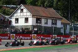 Fernando Alonso, McLaren MP4-30, Will Stevens, Manor F1 Team, and Jenson Button, McLaren MP4-30 at the start of the race