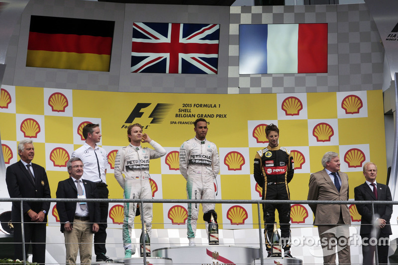 podium,: Nico Rosberg, Mercedes AMG F1, kedua; Lewis Hamilton, Mercedes AMG F1, juara balapan; Romain Grosjean, Lotus F1 Team, ketiga