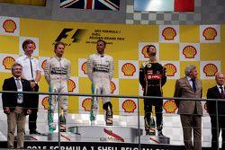 Подиум: Нико Росберг, Mercedes AMG F1, Льюис Хэмилтон, Mercedes AMG F1, Ромен Грожан, Lotus F1 Team