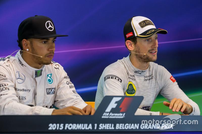 (Kiri ke Kanan): Lewis Hamilton, Mercedes AMG F1 dan Romain Grosjean, Lotus F1 Team dalam Konferensi