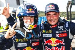 El ganador, Timmy Hansen, Team Peugeot Hansen, segundo lugar Davy Jeanney, Team Peugeot Hansen
