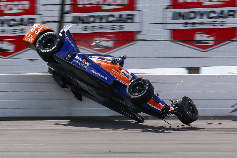 Crash pour Charlie Kimball, Chip Ganassi Racing