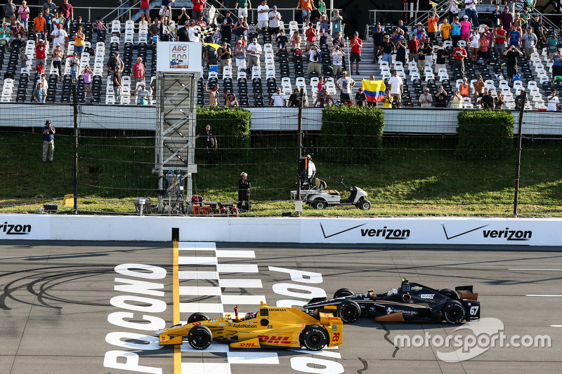 Ryan Hunter-Reay, Andretti Autosport Honda and Josef Newgarden, CFH Racing Chevrolet