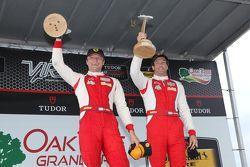 Para juara balapan #63 Scuderia Corsa Ferrari 458 Italia: Bill Sweedler, Townsend Bell