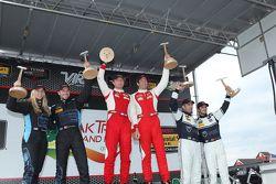 Ganadores de carreras # 63 Scuderia Corsa Ferrari 458 Italia: Bill Sweedler, Townsend Bell, el segun