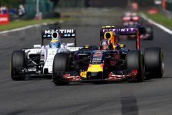 Daniil Kvyat, Red Bull Racing RB11 e Felipe Massa, Williams FW37
