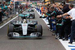 Winner Lewis Hamilton, Mercedes AMG F1 W07
