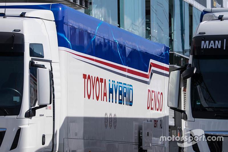 شاحنات نقل تويوتا ريسينغ