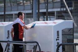 Ein Teammitglied von Porsche