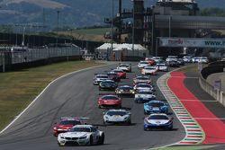 Azione di gara: Dindo Capello davanti a Marco Mapelli, Audi Sport Team Italia