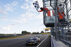 Pascal Wehrlein, HWA AG Mercedes-AMG C63 DTM taglia per primo il traguardo