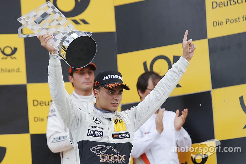 Podio: ganador de la carrera Pascal Wehrlein, HWA AG Mercedes-AMG C63 DTM