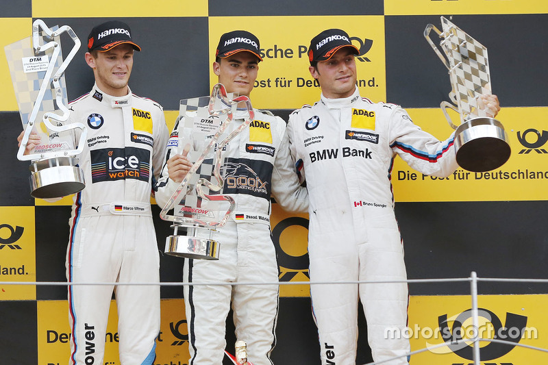 Podio: ganador de la carrera Pascal Wehrlein, HWA AG Mercedes-AMG C63 DTM, el segundo lugar de Marco